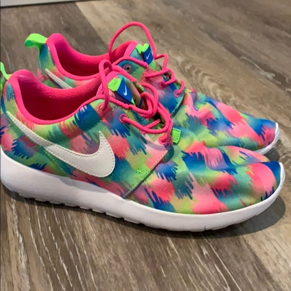 5fe0ab4087c7 Nike roshe one print (GS) Youth sneakers 677784